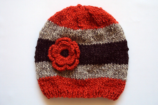 gorro tejido a palillo con flor a crochet | Flickr - Photo Sharing!