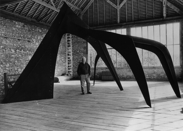 Alexander Calder with his sculpture Le Guichet. Photo courtesy of Lincoln Center. All Rights Reserved.