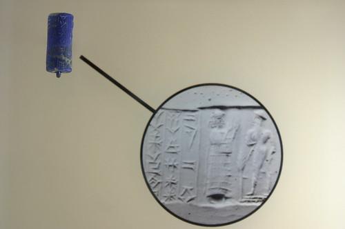 Cylinder seal in lapis lazuli