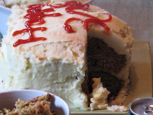 cake ketchup mashedpotatoes meat pork slice lamb sideview meatloaf frosting veal