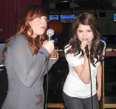 Selena singing!!.