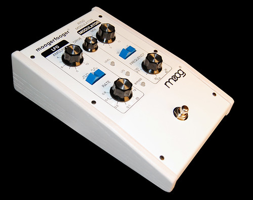 Lunar Whitewash Ring Modulator Moogerfooger Pedal by Nova Musik