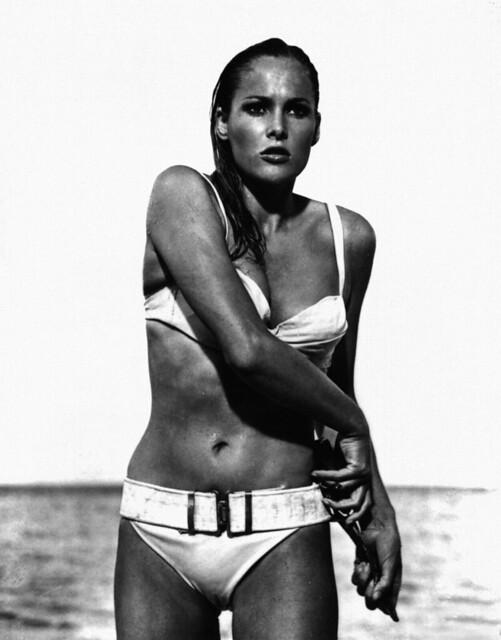 Ursula Andress als erstes Bondgirl ...