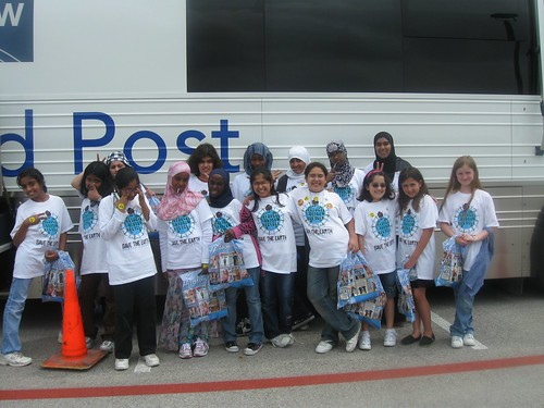Manara students arriving at the Earth Day event at the DFW airport