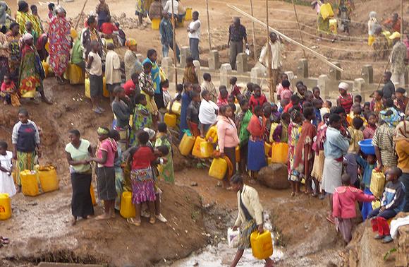 la dure r alit du manque d eau potable ils ont faim nous avons soif de justice. Black Bedroom Furniture Sets. Home Design Ideas