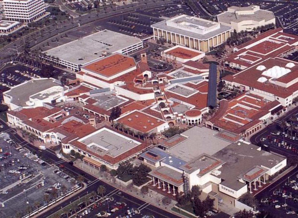 Stores in fashion island 91