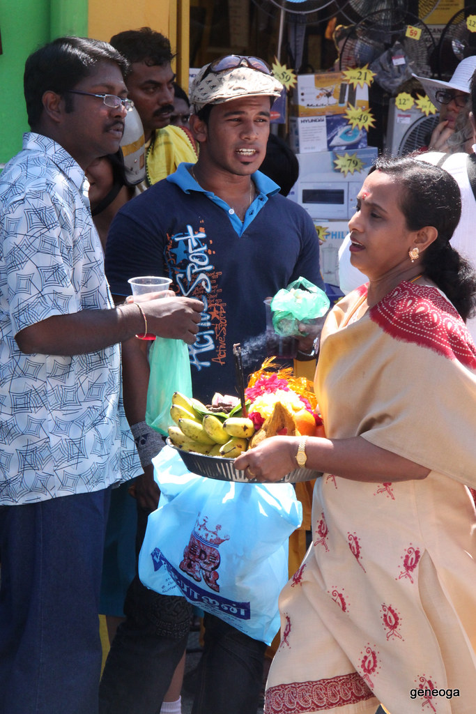 Devotees make offerings of fruits, flowers and incense to the Lord Muruga