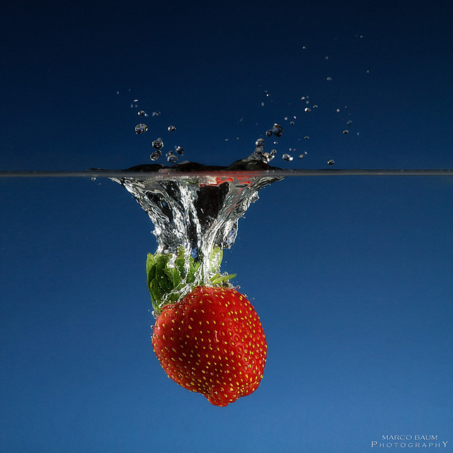 5141840539 96431e00ef z Splash Photography Makes Me Hungry For Fruits
