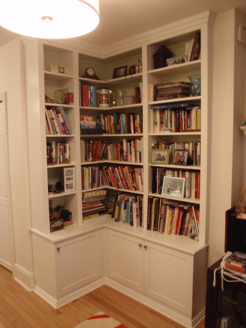 Friends: Corner bookcase plans