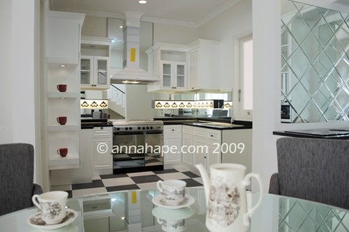 Foto Kitchen Set Desain Dapur Mewah Klasik Modern White Minor Black