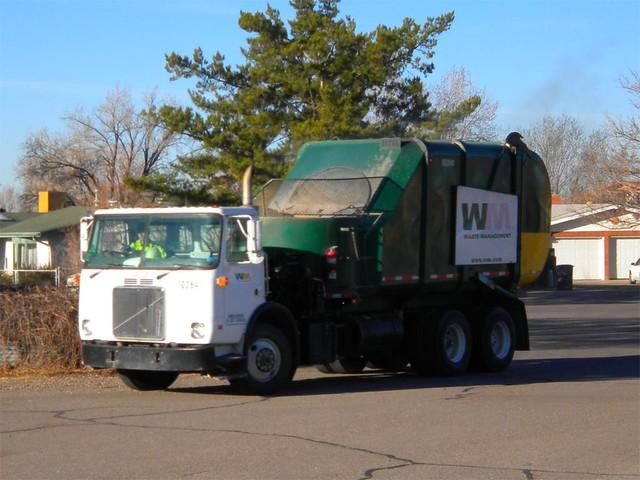 Kenworth T-2Heil Rapid Rail Garbage Truck -