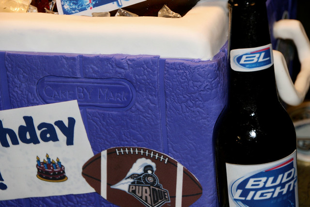 Beer Cooler Cake http://www.flickr.com/photos/7632830@N08/4449120781/