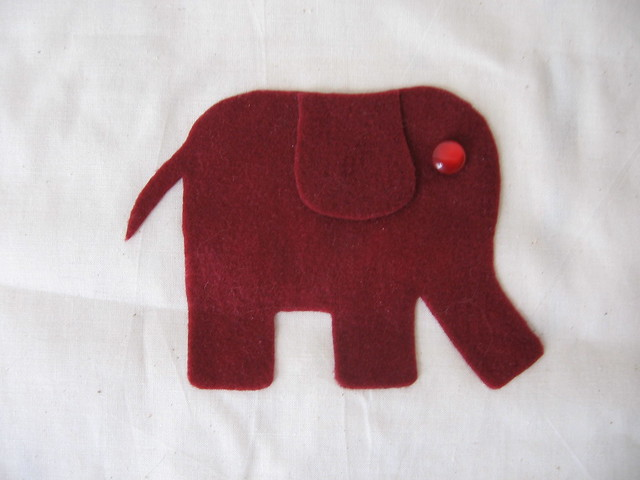 Felt Elephant Pattern http://www.flickr.com/photos/devuchca/4466463685/