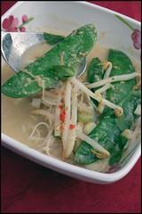 Laksa aux pois mange-tout et germes de soja