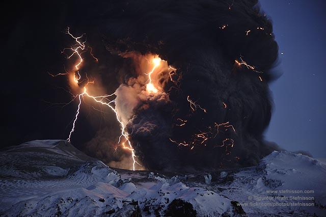 Eyjafjallajokull volcano lightning's shs_n3_045805