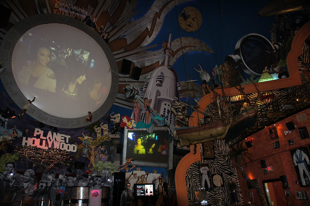 planet hollywood inside