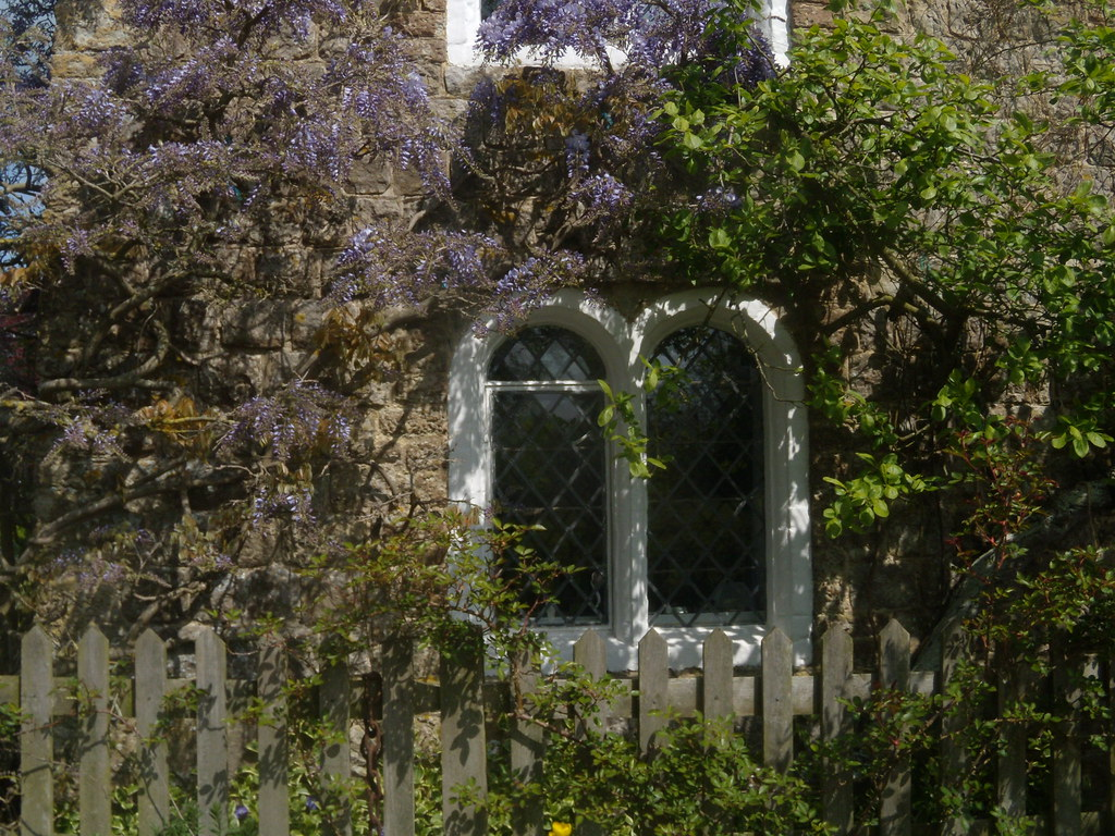 Dering windows Most buildings on this ancient estate have these windows. Pluckley Circular
