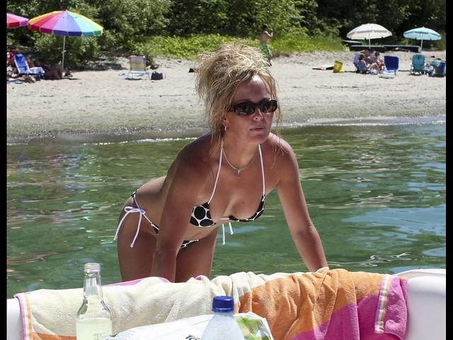 Got bikini boat trip look
