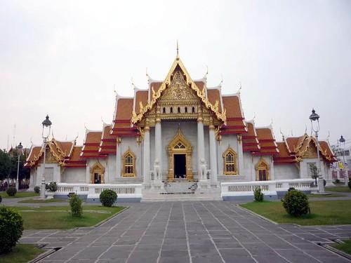 BANGKOK, THAILAND - Wat Benchamabophit temple - 'ubosoth' prayer hall/ БАНГКОК, ТАИЛАНД - Храм Бенчамабопхит