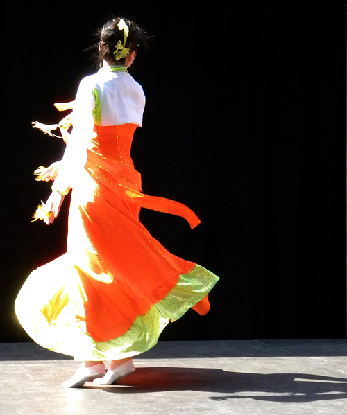Korean dancer in tangerine