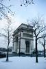La neige fait la fête à l'arc de triomphe by -Jérôme-