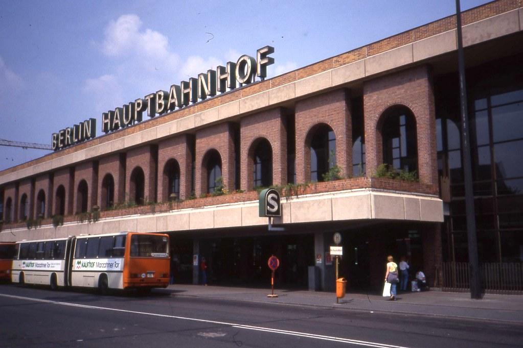 Berlin Hauptbahnhof DDR, Aug 1990