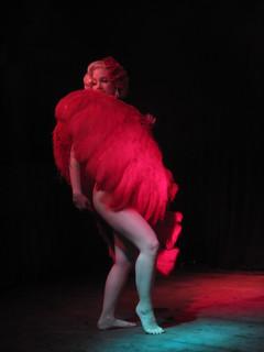 burlesque fan dancer