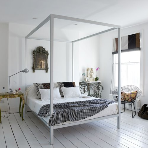 Bed With Mirror On Top For Sale