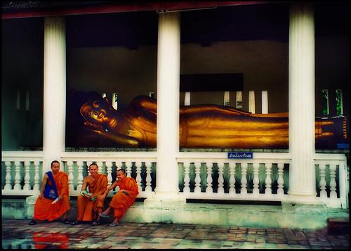 film thailand scan monks oldphoto filmcamera changmai recliningbuddha watchediluang