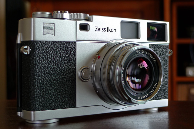 This is a zeiss ikon contaflex