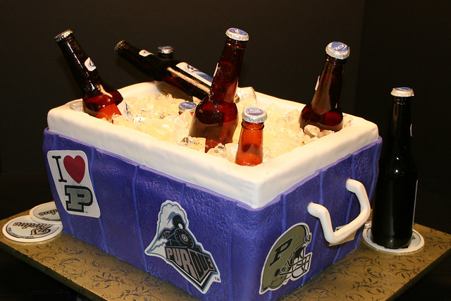 Beer Cooler Cake http://www.flickr.com/photos/7632830@N08/4449120457/