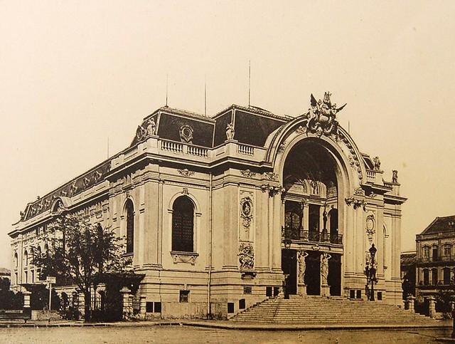 4 Le théâtre