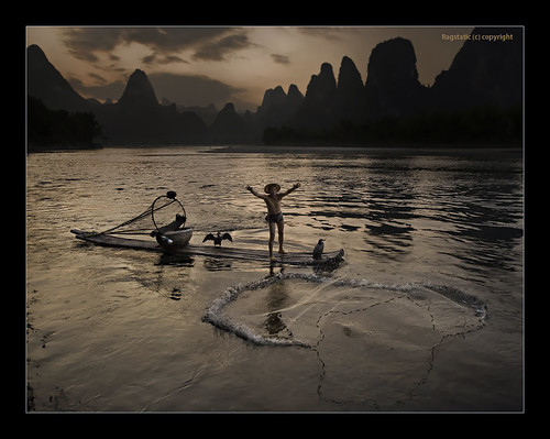 world life china travel light sunset shadow people fish mountains heritage net tourism nature water river relax fishing fisherman nikon exposure view arms dusk earth guilin rags quality culture scene bamboo cormorant raft ng karst throw publication nationalgeographic subtle guangxi xingping d700