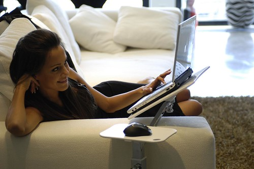 Flickriver most interesting photos tagged with portatili - Sesso sfrenato sul divano ...