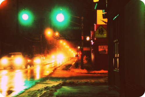 winter snow night indianapolis southside trafficsignal bateshendricks lincolnandeast