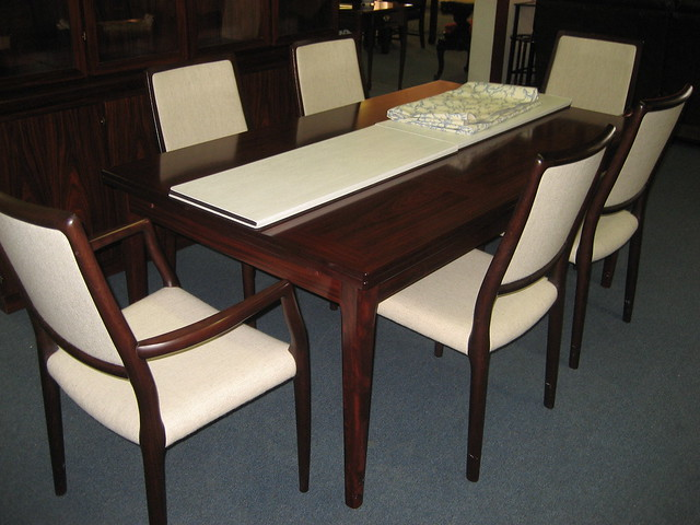 dining extension table and 6 chairs plus protective table pads