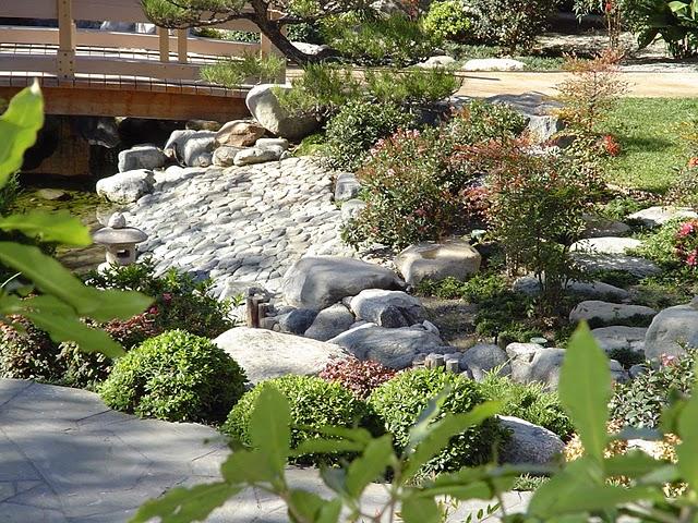 James irvine japanese garden in little tokyo explore for Little japanese garden
