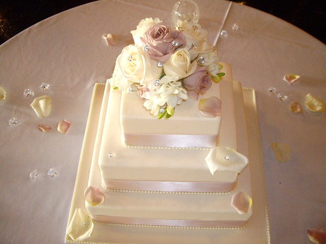 It was made for my daughter 39s wedding on April 1 2010 6 9 and 12 inch