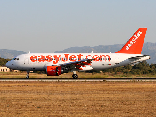 HB-JZJ - 2004 build Airbus A319-111, arriving on Runway 24L at Palma