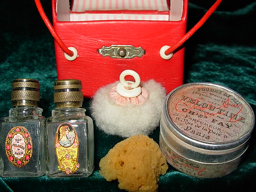 Contents of French Fashion Doll Travel Toilette Case