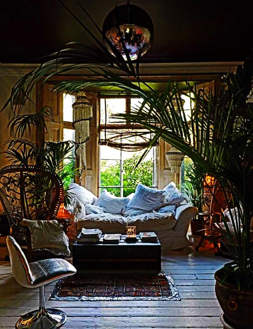 Exotic rooms exotic interiors for Hippie living room ideas