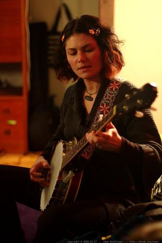 after dinner banjo practice    MG 0500