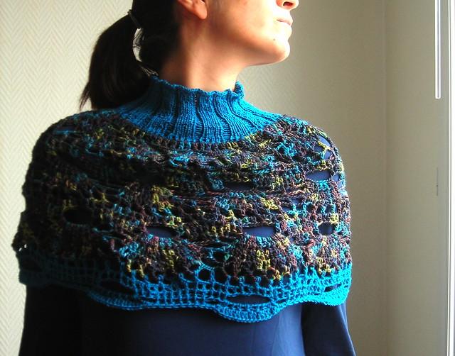 ... Poncho-cape tricot main et crochete/ Poncho-capa tejido a dos agujas y