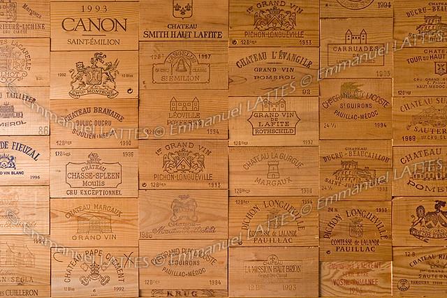 panneaux de caisses de vin tapissant un mur flickr photo sharing. Black Bedroom Furniture Sets. Home Design Ideas