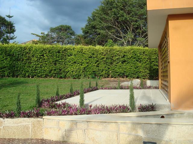 Jardines y materiales en las casas zuarq combinaci n de - Materiales para jardines ...