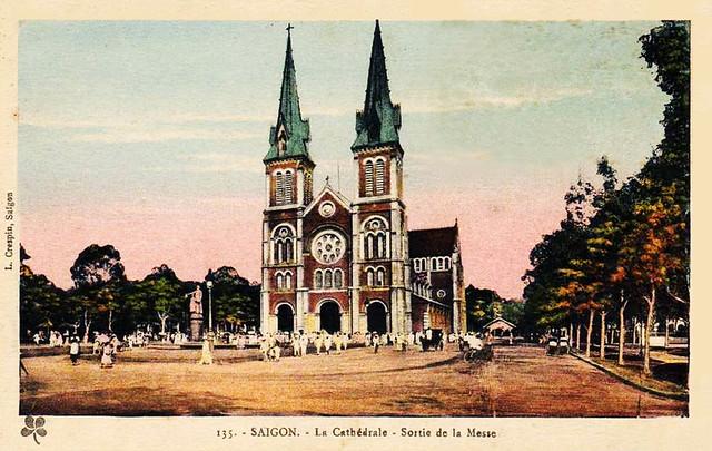 VIETNAM SAIGON - La cathédrale - Sortie de la messe
