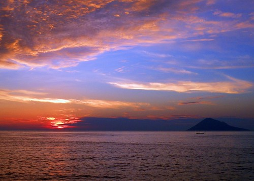 sunset indonesia northsulawesi sulawesi manado celebes naturesfinest bunaken 5photosaday justclouds mywinners abigfave platinumphoto anawesomeshot colorphotoaward nikoncoolpixp80 northcelebes