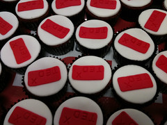 cake, baking, petit four, red, fondant, sweetness, food, cake decorating, icing, cuisine, snack food,