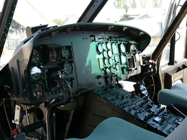 UH-1D: Cockpit