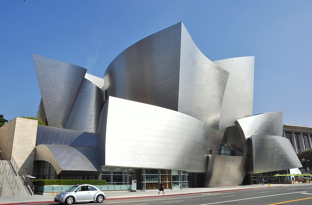 The Walt Disney concert music hall          Los Angeles